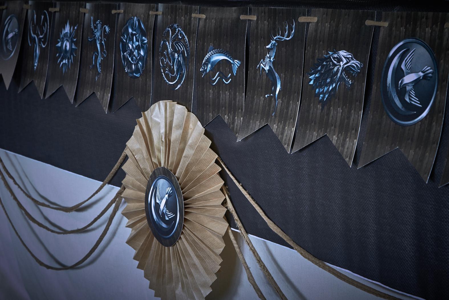 Mesa de chuches celebralobonito banderines y decoraci n for Decoracion juego de tronos